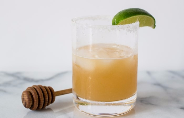 Rutin Mengonsumsi jeruk nipis campur madu dapat menurunkan berat Badan